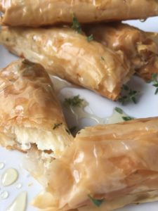 COOKING WITH FRIENDS: BAKED GOAT CHEESE ROLLS WITH HONEY AND THYME