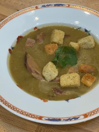 Puree of pea soup with ham