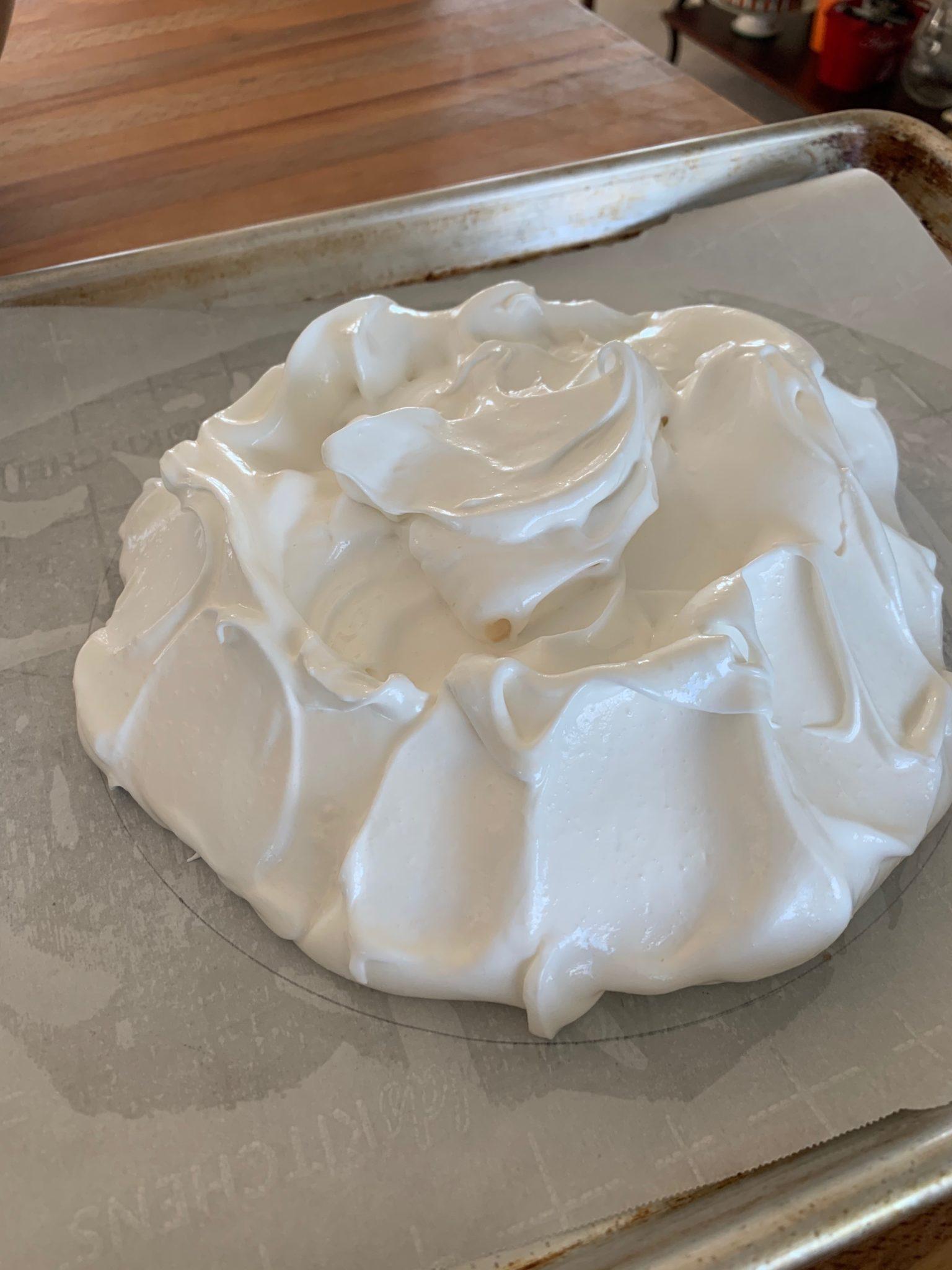 Single layer of meringue for Pavlova