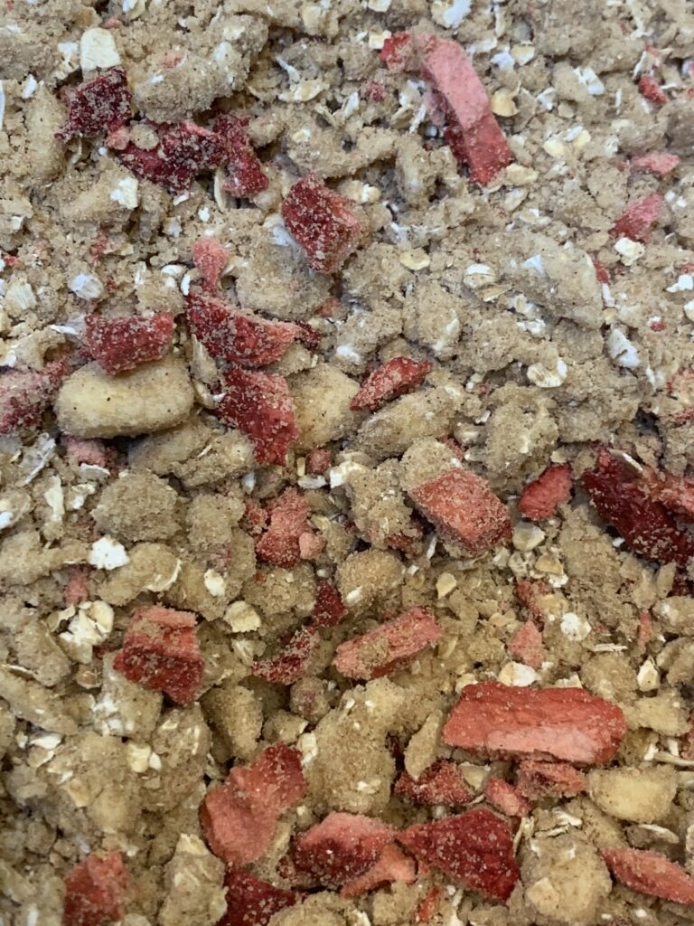 Crumble mixture with oatmeal and strawberries