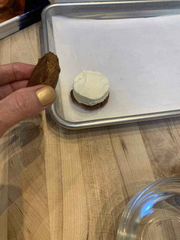 How to assemble an ice cream sandwich